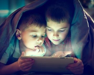 Kids-Playing-on-iPad-1.jpg